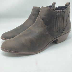 Qupid Brown Western Ankle Boots Women's Size 9
